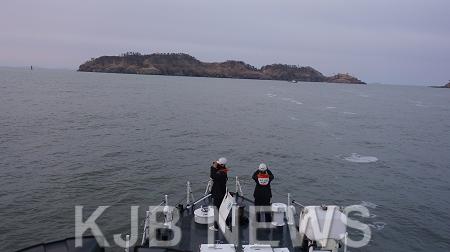목포해경이 11일 영광 안마도 인근 해상에서 예인선 선원 1명이 해상으로 추락해 실종되어 수색하고 있다..png