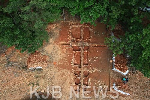 보성군문덕면봉갑리,전국최대급백자가마터발굴(가마전경).png