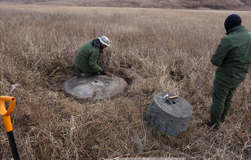 러시아 조사단의 사전조사에서 발굴된 연자방아.png