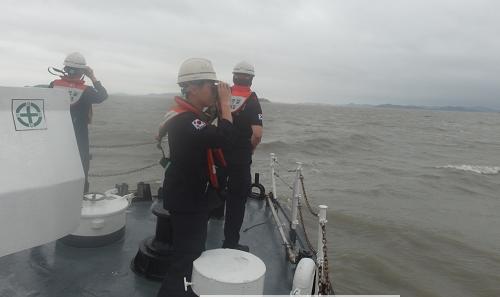 전남 영광 송이도 해상에서 소재가 파악되지 않은 기관장을 집중 수색하고 있다.png
