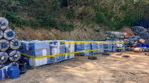 201015-무기산 1,500여통 불법 보관 하다 여수해경 형사기동정에 덜미 (2).png