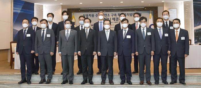 (사진2) 전북도, 상용차 수소충전소 특수목적법인 설립을 위한 업무협약 체결.png